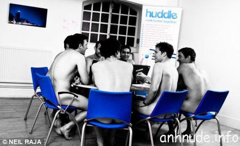 1258615987-24-nhan-vien-nude-4