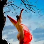 Thiếu nữ Việt hòa mình với thiên nhiên