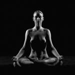 Tư thế nude yoga ngồi