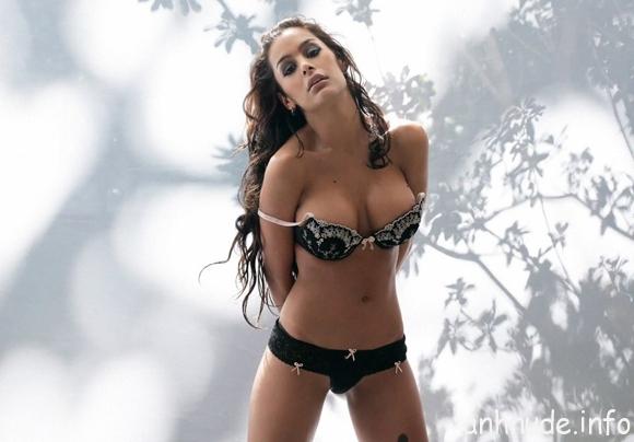 Larissa Riquelme6