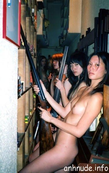hoang-loat-my-nu-bong-sung-nude-ung-ho-hoang-tu06_reservists1