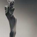 Nude nghệ thuật cùng dải lụa khoe ngực gợi tình