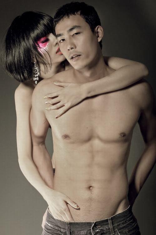 ảnh nude Hằng Nguyễn và Sơn Tùng rất thô thiển với bàn tay