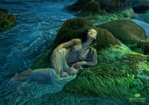 Ảnh nude thiếu nữ nằm bên mỏm đá cạnh biển