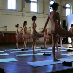 Phát hiện trung tâm Yoga khỏa thân tại mỹ