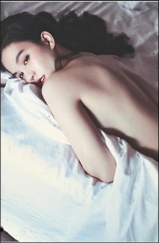 Ảnh nude của Ngọc Trinh trên giường