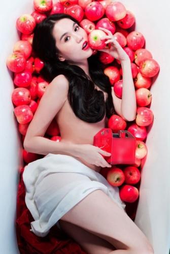 Người đẹp khỏa thân quảng cáo cho 1 hãng mỳ và dân mạng gọi là mỳ khỏa thân